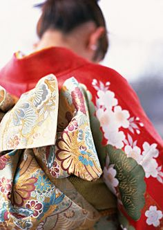 Detalle del hermoso estampado del lazo para el kimono femenino