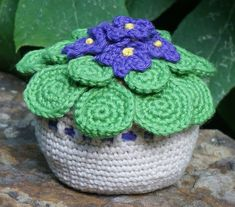 Looking for some easy crochet patterns? You're in luck we've got 24 easy crochet patterns tailored for beginners to get started with. Crochet Animals, Crochet Hats, African Flowers, Crochet Pillow, Crochet Patterns For Beginners, Afghan Crochet Patterns, Flower Fashion, Crochet Flowers, Diy Gifts