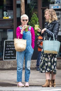The look: The 36-year-old, who's recently had an Oscar nod for her role in Manchester By The Sea, had pulled on a pair of faded denim overalls that day