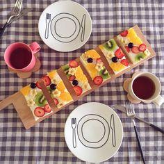 インスタで「フルーツオープンサンド」が大人気! | marry[マリー] No Cook Meals, Kids Meals, Cute Food, Good Food, Hotdog Sandwich, Pin On, Food Displays, Time To Eat, Fruit Recipes