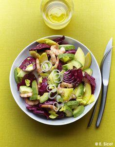 Recette Salade avocat-mangue, trévise et crevettes : 1. Versez la sauce soja et le jus de citron vert dans un saladier. Pelez le gingembre et râpez-le sur une...