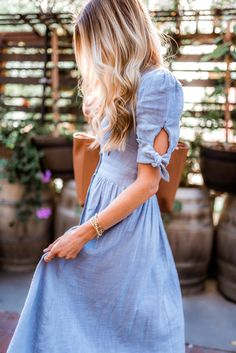 Spring fashion dresses that are affordable and perfect for wedding season - Elle Apparel Kurti Sleeves Design, Sleeves Designs For Dresses, Dress Neck Designs, Sleeve Designs, New Fashion Clothes, Modest Fashion, Fashion Dresses, Dresses For Teens, Modest Dresses