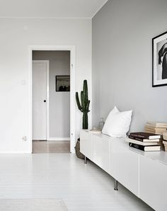 Living room remodel hacks, An exciting way to help make your room cheerful and bright you can paint clay flower pots for live or artificial plants. You may also have your children decorate their particular pots they can use them regarding their room. Monochrome Interior, Minimalist Interior, Minimalist Home, Living Room Designs, Living Room Decor, Living Spaces, Living Rooms, Lofts, Home Interior