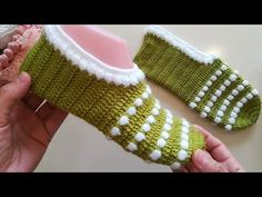 Neues Modell Snowflake Booties / Booties Making / Knitting Booties / Crocheted Booties # . Tunisian Crochet, Learn To Crochet, Kurta Style, Magic Hands, Skinny Scarves, Crochet Slippers, Crochet Squares, Fingerless Gloves, Arm Warmers