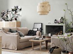 Harmonieus interieur: lekker zitten is een must | IKEA IKEAnl IKEAnederland interieur wooninterieur inspiratie wooninspiratie kamer STOCKHOLM 2017 salontafel tafel FÄRLÖV 3-zitsbank zitbank bank beige SINNERLIG lamp hanglamp