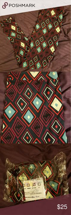 *Final Price* NWT Lularoe Halloween Leggings OS leggings that are brand new! Navy background with burgundy, teal, red, and cream colored diamonds. Black bats are subtly hid in the diamonds. Great for Halloween! LuLaRoe Pants Leggings
