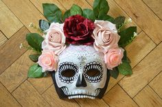 Handmade Día de Muertos skull mask. Paper Mache base with hand painted decoration, pink, peach and red roses, white lace, pearlescent beaded teeth and white, fleur-de-lis broach. Black satin ribbon tie.  Every mask is handmade and hand painted. The jewels and broaches are collected from vintage shops and markets. Much of the materials are re-used and recycled, as is the packaging.      Shipping Details:  Guaranteed dispatched within 1-3 days of purchase. I try to dispatch within 24 hours…