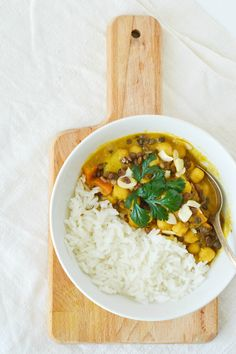 EASY LENTIL AND CHICKPEA CURRY RECIPE http://botaodoce.blogspot.pt/2016/03/easy-lentil-and-chickpea-curry-recipe.html