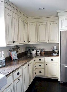 Stunning 85 Farmhouse White Kitchen Cabinet Makeover Ideas https://roomodeling.com/85-farmhouse-white-kitchen-cabinet-makeover-ideas