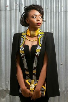 couture-africaine-collier-ethnique-veste-originale-robe-bustier-manteau-cape
