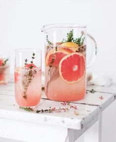 Grapefruit and Thyme Mocktail and Drink alcohol cocktail recipes Grapefruit and Thyme Mocktail recipe by Michaela Non Alcoholic Drinks, Cocktail Drinks, Cocktail Recipes, Beverages, Grapefruit Cocktail, Drink Recipes, Brunch Drinks, Fancy Drinks, Picnic
