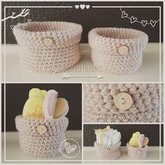 Een gratis Nederlands haakpatroon van een mandje gehaakt met vasten. Een goed haakpatroon voor beginners. Wil jij ook een mandje haken? Lees dan verder over het patroon op Haakinformatie. Haakpatroon Mandje Crochet World, Crochet Home, Free Crochet, Knit Crochet, Arts And Crafts, Diy Crafts, Crochet Diagram, Baby Patterns, Baby Gifts