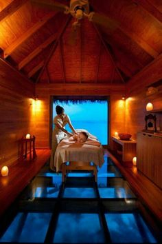 Have a massage, while looking into the depths of the Indian Ocean at Conrad Maldives' Overwater Spa. Massage Therapy Rooms, Massage Room, Spa Massage, Face Massage, Massage Chair, Spa Luxe, Luxury Spa, Spas, Underwater Restaurant