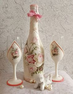 Decorative Bottles : Новости -Read More – Diy Bottle, Wine Bottle Crafts, Bottle Art, Decorated Wine Glasses, Painted Wine Glasses, Recycled Glass Bottles, Decorative Bottles, Decoupage Jars, Wedding Wine Glasses