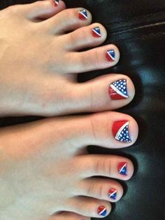 And one final pedi. | 30 Patriotic Nail Art Ideas For The Fourth Of July