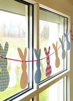 Induge in the beauty of Spring season with Easter Window decorations. Do window decorations for your home. Check out DIY Easter Window decorations here. Easter Activities, Easter Crafts For Kids, Hoppy Easter, Easter Eggs, Easter Bunny, Spring Crafts, Holiday Crafts, Easter Garland, Diy Garland