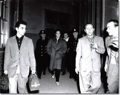 Elvis Presley : Arriving at Ottawa's Union Station on the morning of April 3, 1957