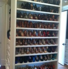 organized shoes, how to organize shoes, shoe closet, organized closet, organized master closet, how to organize shoes, dream closet, dream shoe closet, how to organize your closet, tips to organize your closet, tips to organize, neat, neat method, neat shoes