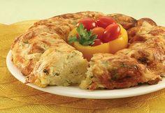 Türk mutfağının vazgeçilmez lezzetlerinden biri olan kırpıntı börek tam size göre. Bayat yufkaların değerlenmesinde büyük rol oynayan bu börek yufkaların rulo şeklinde kesilerek yapılmasından oluşuyor. kırpıntı börek tarifi yazımızda bulabilirsiniz. KIRPINTI BÖREK TARİFİ MALZEMELER 4 adet hazır yufka200 gram beyaz peynir150 gram kaşar peyniri1 adet yumurtaYarım demet maydanoz1 tatlı kaşığı pul biber1 çay bardağı sıvı yağ1 su bardağı süt YAPILIŞI  Ke Meat, Chicken, Food, Beef, Meal, Essen, Hoods, Meals, Eten