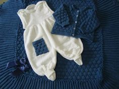 Lindo kit de saída maternidade com 3 peças  - manta  - macacão  - casaquinho  Linha antialégica , e em várias opções de cores . ( cadastradas no album ) R$ 117,90