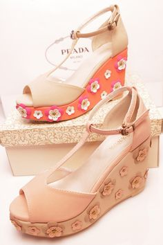 Hi, everyone! Come on and have a look at our fashion Dimensional flowers platform sandals. It is a very fashion and cheap shoes which is suitable to anyone who loves fashion. This shoes is well-designed with good quality and fashion style, which will sure make you of unique style, if you are a girl of your own quality, you can't miss it! And of course it is very safe and convenient.