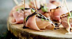 Involtini di prosciutto crudo con pere e rucola