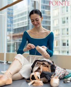 Why darn your pointe shoes? The Joffrey Ballet's Victoria Jaiani finds that darning gives her shoes a slightly bigger platform and harder t Dance Photos, Dance Pictures, Colored Pointe Shoes, How To Dance Better, Ballet Wear, Black Dancers, Tutu Skirt Women, Contemporary Ballet, Ballet Clothes