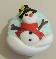 After successful Christmas themed Cakes, I thought we should show you some of the Christmas themed cupcakes posted on our website recently as well. I hope it will be a great source of inspiration for this years christmas cupcakes. Snowman Cake, Snowman Cupcakes, Holiday Cupcakes, Cute Cupcakes, Cupcake Cookies, Man Cookies, Cupcake Toppers, Christmas Snowman, Christmas Treats