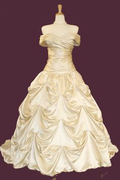 Strapless elegant ball gown with catch-up