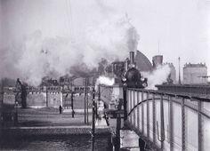 Stationsplein, Centraal Station, viaduct over de Oostertoegang  en Oostelijke Doorvaart gezien vanaf het bruggenhoofd  Jacob Olie 1895