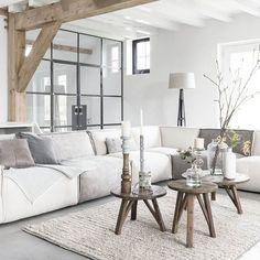 Woon je groot of is je ruimte beperkt? Met elementenbank Evo stel je jouw perfecte bank zelf samen #interieur #inspiration #styling #witwonen #detroubadour