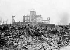 Allied troops war corrspondent in Hiroshima. September 1945