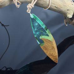 Ein persönlicher Favorit aus meinem Etsy-Shop https://www.etsy.com/de/listing/586382793/wood-resin-necklace-blue-clear