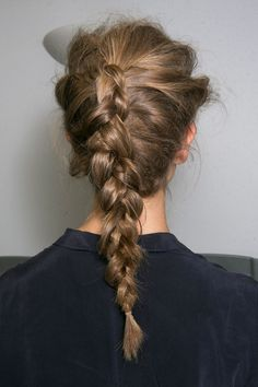 20 Super Easy Hairstyles to Master This Year 20 looks de cheveux super faciles - coiffures mignonnes My Hairstyle, Messy Hairstyles, Pretty Hairstyles, French Plait Hairstyles, 1940s Hairstyles, Makeup Hairstyle, Elegant Hairstyles, Summer Hairstyles, Hairstyle Ideas