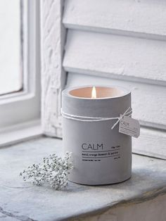 Add a touch of industrial chic with this on-trend concrete aromatherapy candle. Add a touch of industrial chic with this on-trend concrete aromatherapy candle. Small Candles, Diy Candles, Scented Candles, Candle Jars, Candle Holders, Design Candles, Decorative Candles, Cute Candles, Modern Candles