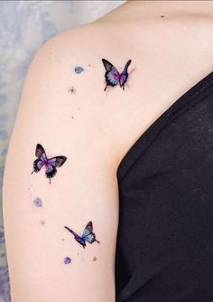 Butterfly tattoo is not only beautiful, its beautiful meaning is loved by everyone. Butterfly is a symbol of flexibility and transformation. Butterfly tattoo is worth having. Butterfly Tattoos For Women, Tiny Tattoos For Girls, Foot Tattoos For Women, Butterfly Tattoo Designs, Tattoo Women, Small Tattoos, Mini Tattoos, Cute Tattoos, Body Art Tattoos