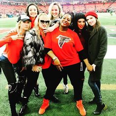 Rise Up: Rebel Wilson and the rest of the Pitch Perfect cast cheered on the Falcons as they won the NFC championship game Cast Of Pitch Perfect, Pitch Perfect Movie, Pitch Pefect, Anna Camp, Musical Film, Rebel Wilson, Emperors New Groove, Anna Kendrick, Funny Vines