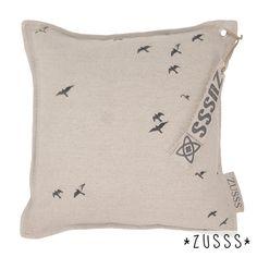 Zusss l Kussen vogels in de lucht zand l http://www.zusss.nl/product/kussen-vogels-in-lucht-zand/