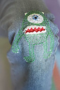 Mike Wazowski patch is a very funny solution to the holes in the knees :)! I saw this idea at Atr Bar . Mike Wazowski es u. Sewing Projects For Kids, Sewing For Kids, Embroidery Patterns, Hand Embroidery, Sashiko Embroidery, Sewing Jeans, Mike Wazowski, Make Do And Mend, Jean Crafts