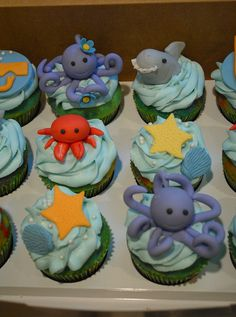 Rainbow colored vanilla cupcakes with ocean themed fondant decorations Ocean Theme Cupcakes, Kid Cupcakes, Animal Cupcakes, Themed Cupcakes, Ocean Party Decorations, Fondant Decorations, Halloween Cupcakes, Underwater Birthday, 4th Birthday Parties
