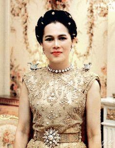 King Bhumipol, King Queen, Laos, Thai Princess, Queen Sirikit, King Photo, Thai Traditional Dress, Thailand, Thai Dress