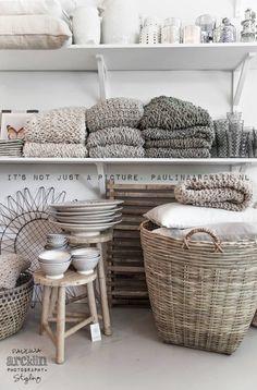 It's my visual life - Paulina Arcklin Beach Interior Design, Home Interior, Retail Interior, Casa Magnolia, Store Displays, Retail Displays, Window Displays, Retail Space, Shop Interiors