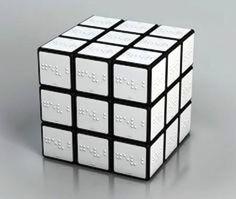 純白凸字扭計骰,專門設計畀有視力問題人仕使用。