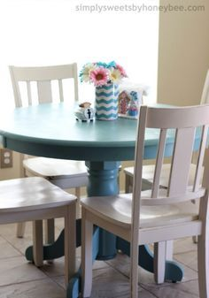 Transforming a Table & Chairs with Annie Sloan Chalk Paint - simplysweetsbyhoneybee.com