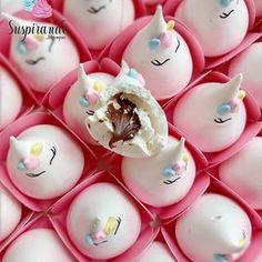 Meringue Pavlova, Meringue Desserts, Cookie Desserts, Fondant Cakes, Cupcake Cakes, Cupcakes, Frozen Themed Food, Meringue Kisses, Unicorn Foods