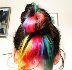 Découvrez la nouvelle tendance de Instagram : les #hiddenrainbow, des cheveux…
