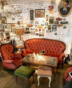 In Vienna, Austria. Café Design, Interior Design, Hipster Cafe, Vintage Hipster, Coffee Shops, Bar Deco, Restaurant Bar, Cozy Cafe, Café Bar