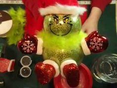 Haz muñecos navideños luminosos usando peceras Christmas Pom Pom Crafts, Pinterest Christmas Crafts, Grinch Christmas Decorations, Christmas Globes, Christmas Planters, Christmas Party Favors, Christmas Centerpieces, Diy Christmas Ornaments, Christmas Projects