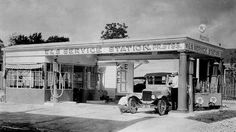 I love these old gas stations, this one was on Sabine street in Houston, Texas 1920's