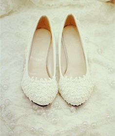 Handmade Pearl White lace wedding shoes door weddingdressoverture, $69,99